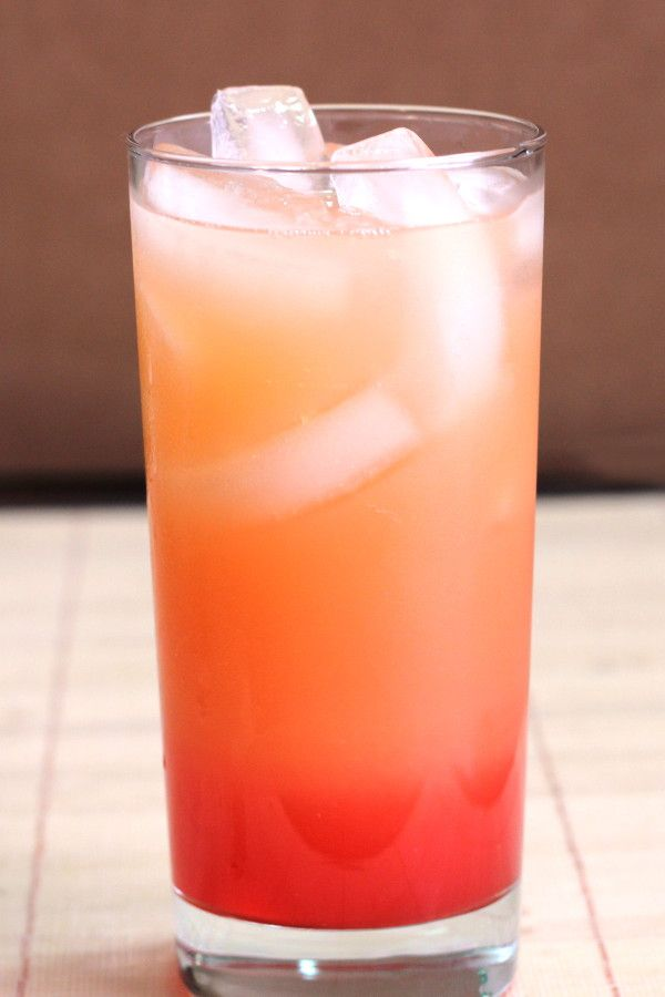 Vodka Sunrise drink recipe with vodka, orange juice and grenadine.