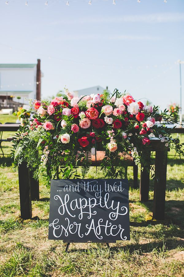 Kate Spade Inspired Jackson Tennessee Wedding - photo by Teale Photography - midsouthbride.com