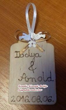 Egyedi, saját készítésű köszönőajándék - díszített, gravírozott fa táblácska  Rendeld meg egyedi esküvői köszönőajándékodat! Az Általad választott neveket és dátumot, kérlek a megrendelés lezárása előtt írd a megjegyzés rovatba!  10x9 cm