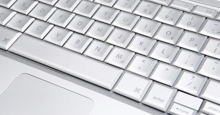 Funciones y partes de un teclado de computadora. Un teclado de computadora sirve como una herramienta fundamental para el acceso e introducción de datos. Cuenta con funciones y teclas que puedes no utilizar con regularidad, pero que siguen siendo esenciales a otros usuarios.