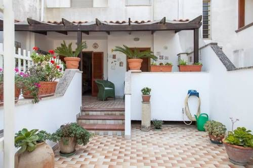 Villetta al Mare Otranto Featuring a patio, Villetta al Mare is a holiday home set in Otranto, 300 metres from Castello di Otranto. It provides free private parking.  There is a seating area, a dining area and a kitchen complete with an oven and a microwave.