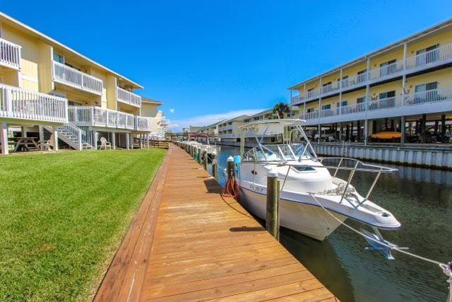 Located in the heart of #Destin #Florida, Sandpiper Cove sits on 43 acres and offers 1100 feet of private beachfront along with boat slip rentals!!! Bring your boat and enjoy all that Sandpiper Cove has to offer! 9-hole, par-3 golf course, 5 swimming pools, 3 hot tubs, and 6 tennis courts. See you at the beach!!!