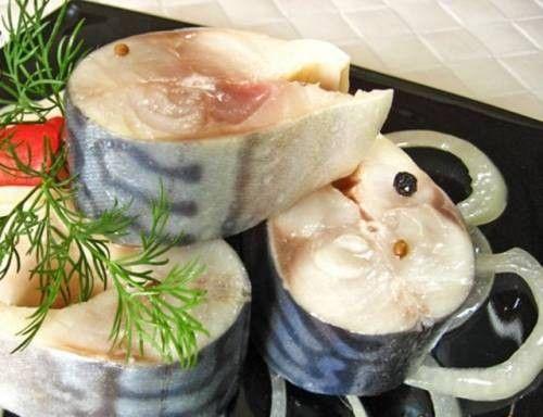 Ингредиенты:    300  г  скумбрии (1 рыба)   1  лавровый лист   по 1  щепотке  черного молотого перца и кориандра молотого   1  ст.л.  со...