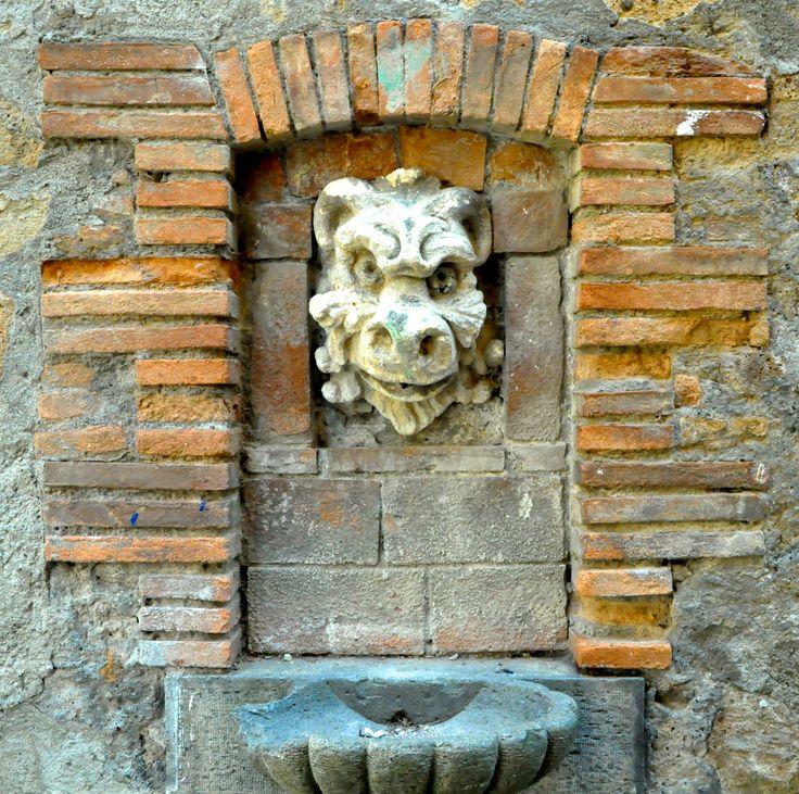 Un'antica fontana ad Orvieto