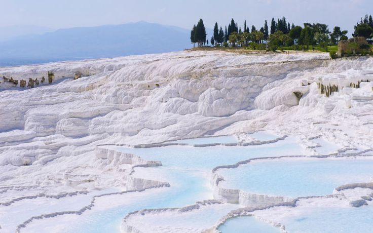 Pamukkale som ligger i Tyrkiet er smukt og besøget værd! Se mere på www.apollorejser.dk/rejser/europa/tyrkiet