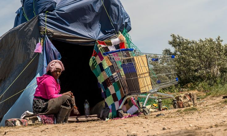 Fortress Calais: fleeting fixtures and precarious lives in the migrant camp