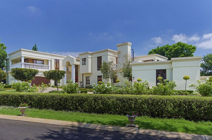 Sitting pretty in Northcliff...  (http://www.rawson.co.za/property/4-bedroom-house-for-sale-in-northcliff-id-705391)