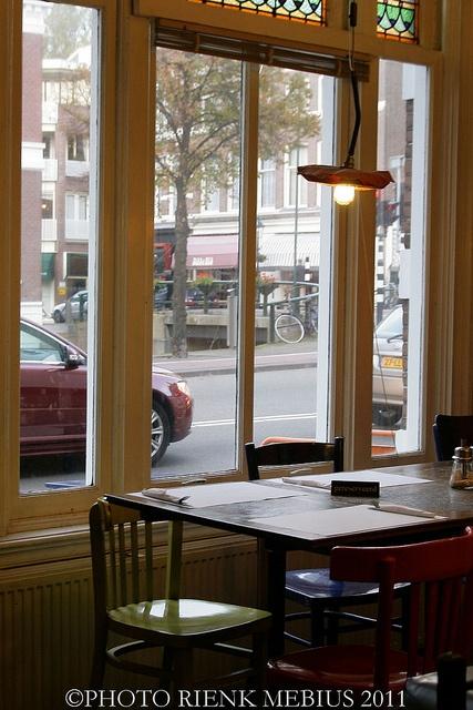De Wankele Tafel, vegetarian restaurant in The Hague
