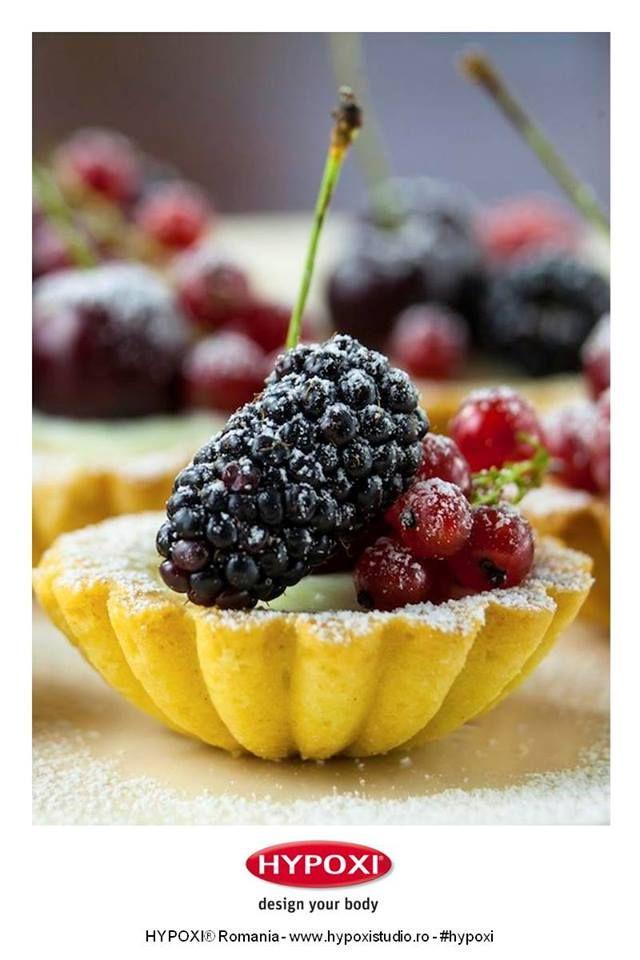 Azi va propunem o reteta pentru un desert delcios si sanatos: mini tarte cu fructe de padure. Yummy! #Hypoxi #HealthySkin #andreearaicu