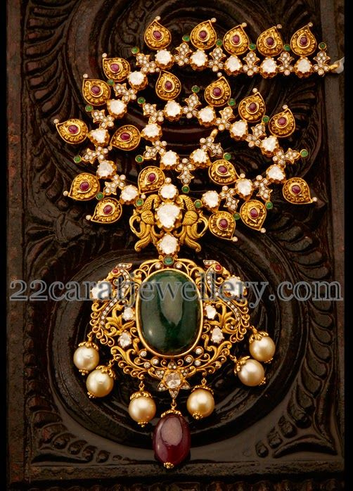 Jewellery Designs: Exclusive Gold Necklace by Aabhushan