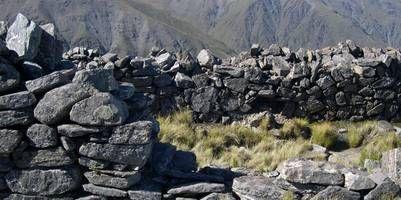 La Ciudacita (Tucumán)  Desde Tucumán o desde Catamarca son tres días a caballo o al menos cinco a pie para ascender a los 4.400 metros sobre el nivel del mar de los Nevados del Aconquija, en el Parque Nacional Parque de los Alisos, a 250 km de San Miguel de Tucumán.