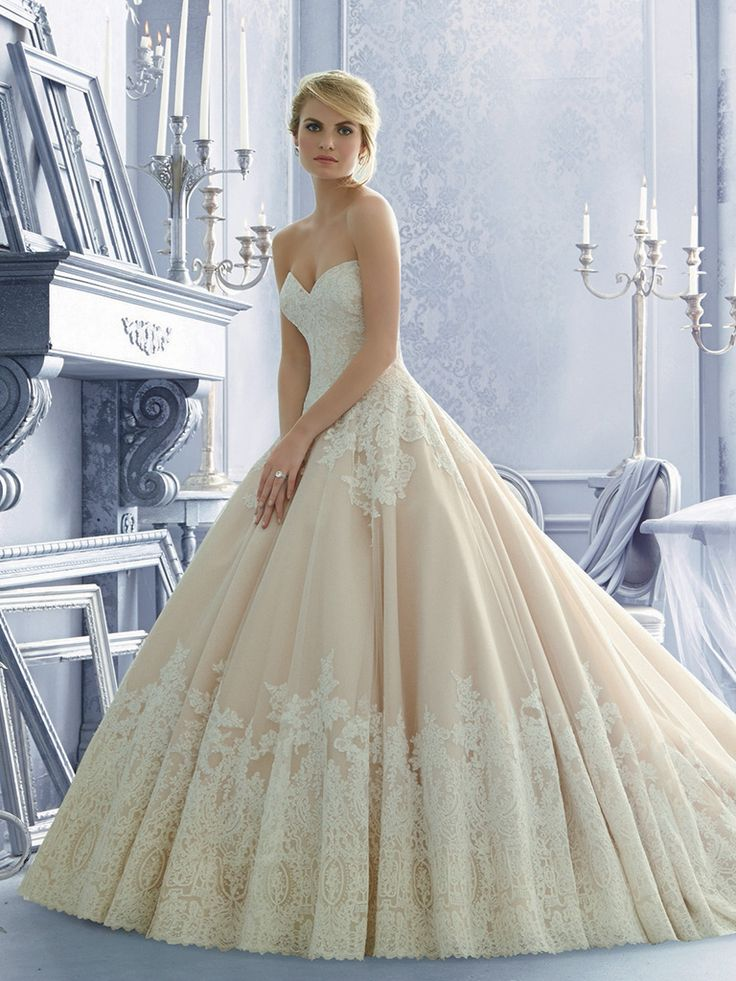 Royal Esküvői Ruhaszalon 2674