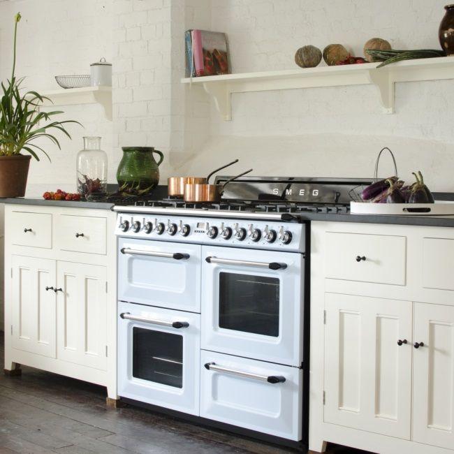 Victoria Kochzentrum in Pastellblau, ein absoluter Hingucker und viele Möglichkeiten zum Kochen und Backen :-) Mehr unter www.smeg.de #smeg
