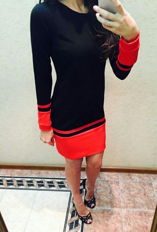 Платье черное комбинированное, из черного мягкого приятного к телу трикотажа с красным кантом по низу изделия. Модель с длинным рукавом, прямого силуэта, вытачки на спинке, ткань тянется. Отделка красной тесьмой.  44 р. в наличии, остальные под заказ.  3600