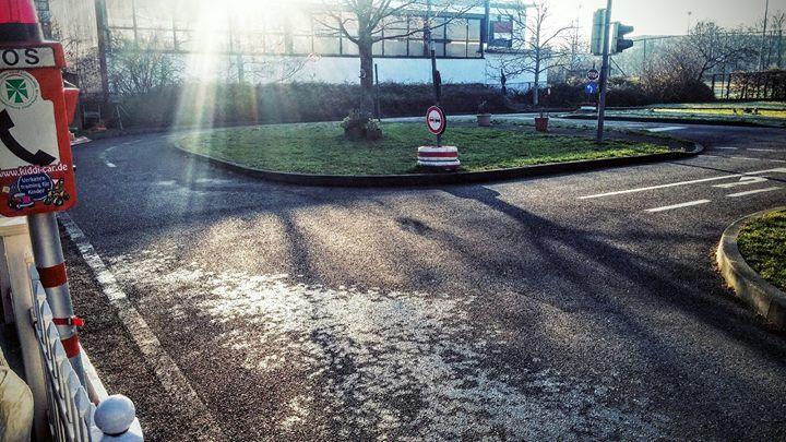 Wow heute früh hatten wir das erste mal #Glatteis auf der Fahrbahn. Aber wir vertrauen der Sonne  #winter