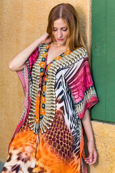 Zebra orange,100% μεταξωτό καφτάνι μακρύ, στολισμένο με πέτρες γύρω από το στήθος και τους ώμους, μάκρος 1,25.