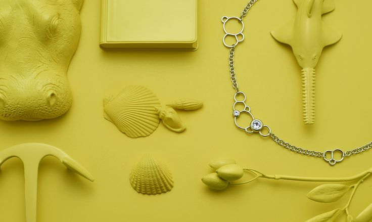 MAGNETIC JEWELLERY SPRING / SUMMER 2016: Discover seahorses, corals, shells - precious items in maritime colours.