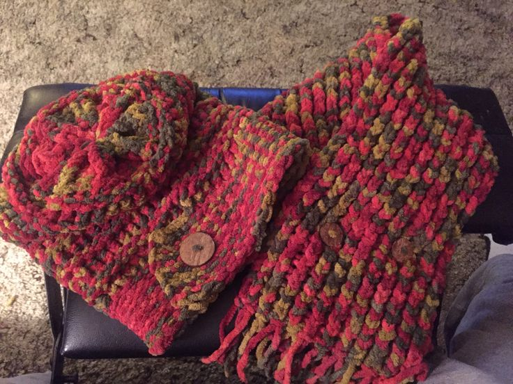 Slouch hat with scarf