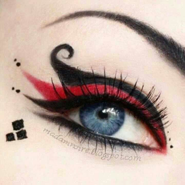 Bonito detalle de los ojos para tu disfraz de Harley Quinn.