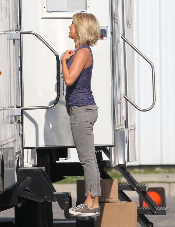 Julianne Hough – on the set of Safe Haven-12