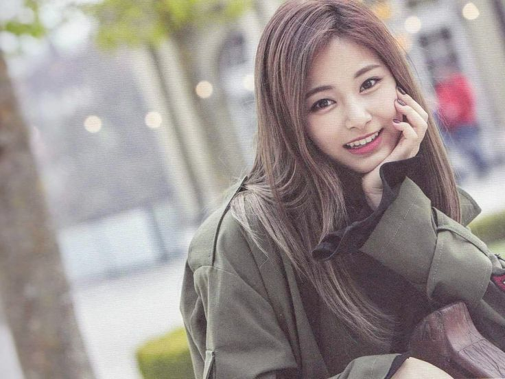 Tzuyu #TwiceTV5 #Switzerland