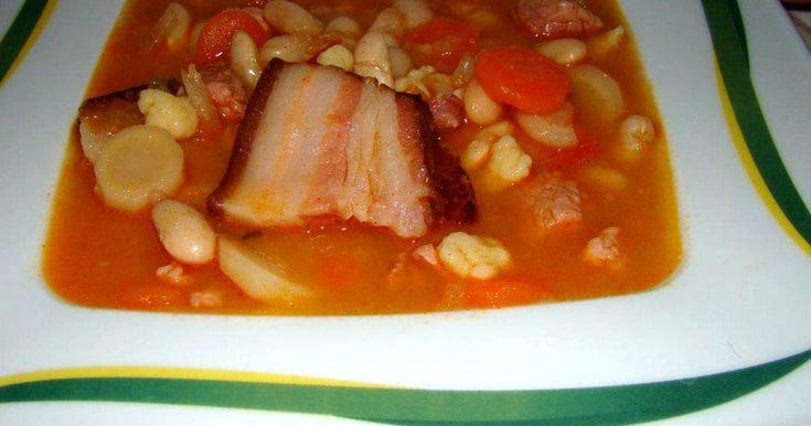 Mennyei Babgulyás recept! Kedvenc házias étel a levesek között a babgulyás, amely kiadós tartalmának köszönhetően tulajdonképpen egy laktató egytálétel.