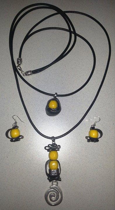 Conjunto de collar y pendientes en amarillo el por ItxaspePitxiak