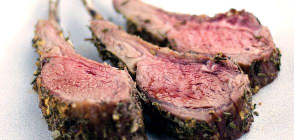 Lamsrack met tijm en honing - BBQ-HELDEN