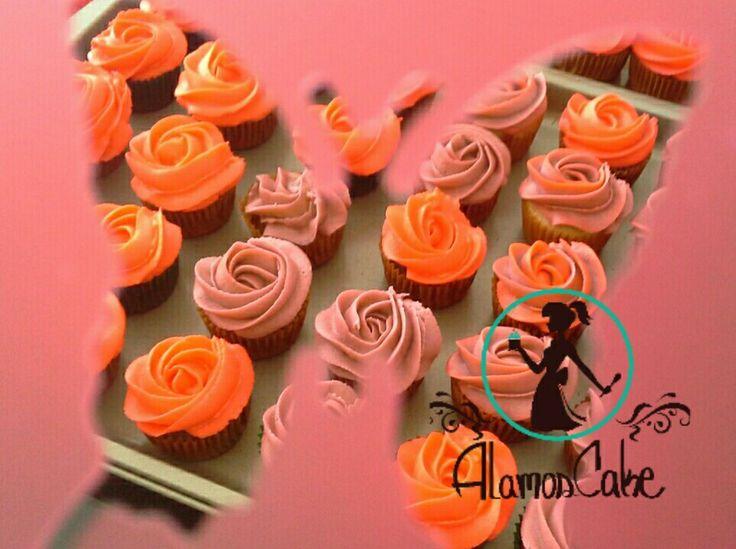 #rosas #jardines de #cupcake #minicupcaje #mariposas #orugas  Asi nos fuimos esta #manana a seguir #trabajando  Que tengan un #dulce y #colorido #dia #postres #dulces #cupcakes #galletas #galletones #minicupcake #tortas#Cumpleaños #eventos los #mejoresmomentos con  #AlamosCake  #WRM