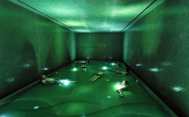 Thermalbad Zürich Umwandlung einer Brauerei in ein Spa indoor pool