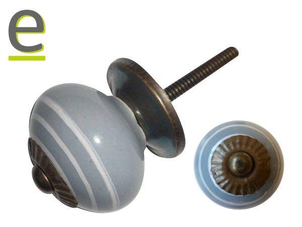 Pomello LCK-39. Pomelli di ceramica di colore grigio chiaro decorato con sottili  strisce bianche concentriche. https://easy-online.it/shop/pomelli/pomelli-lck-39/
