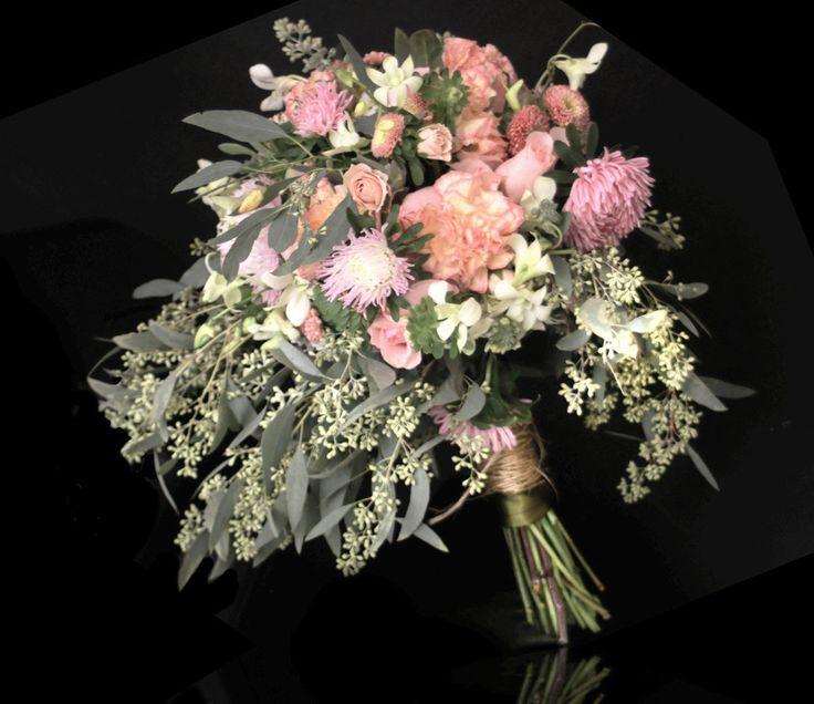 Atado Vintage. Ramo de Novia estilo campirano, de venta en nuestro sitio www.ederfloresluxuryflowers.com