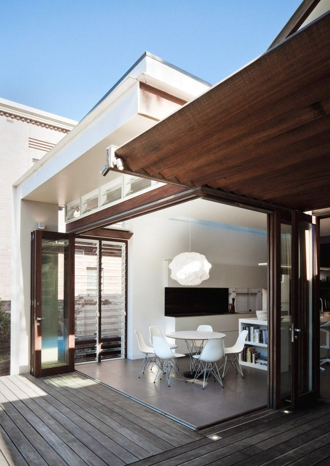 This extension to this home in Mosman has great charisma, opening beautifully onto the back garden. Designed by Anderson Architecture, the main brief was to create a fluid connection between the older parts of the house and the new living areas.