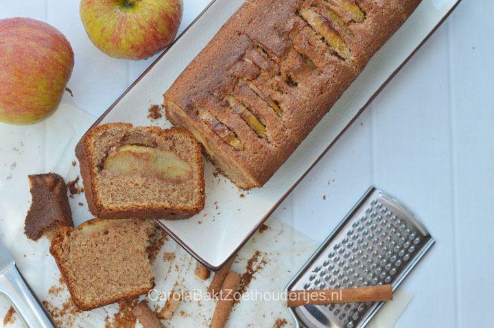 Maak van een gewone cake een zijdezachte kaneelcake en versier het met fruitige stukjes appel. Door de crème fraîche wordt de cake extra zacht!