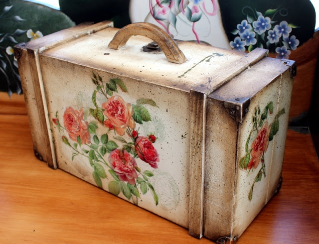 Ideas How Ro Decorate A Wood Trunk