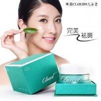 Cloud Cream new product korea original yang di desain untuk tampilan wajah yang cantik, cerah, dan putih alami, serta dengan tampilan produk yang lebih ekonomis dan elegan.
