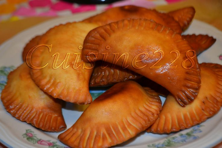 Pastels (beignets farcis) ~ Poissoncuisine228 | Cuisine Africaine