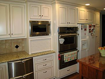 Google Image Result for http://www.darrynscustomcabinets.com/images/kitchen-new/kitchen4-3.jpg    Microwave and appliance garage