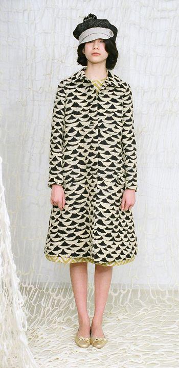 Mina Perhonen ripples coat cascade dress & shinoyama hat.: Perhonen Ripple, Patterns Fabrics, Black And White, Perhonen Coats, Dresses, Coats Tail, I Am A Butterfly, Perhonen Mines, Patterns Coats