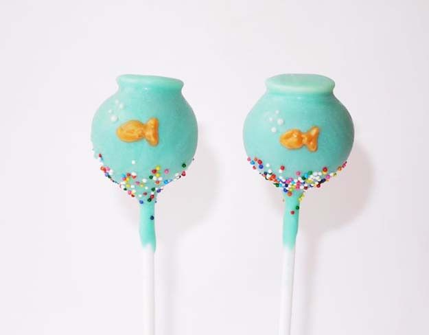 Cute Blue Fishbowl Cake Pops!