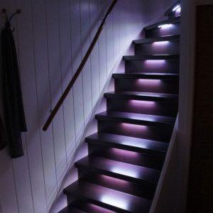 Set de 4 tiras led rgb tiene unas escaleras y est harto de tener que encender la luz cuando - Iluminacion led escaleras ...