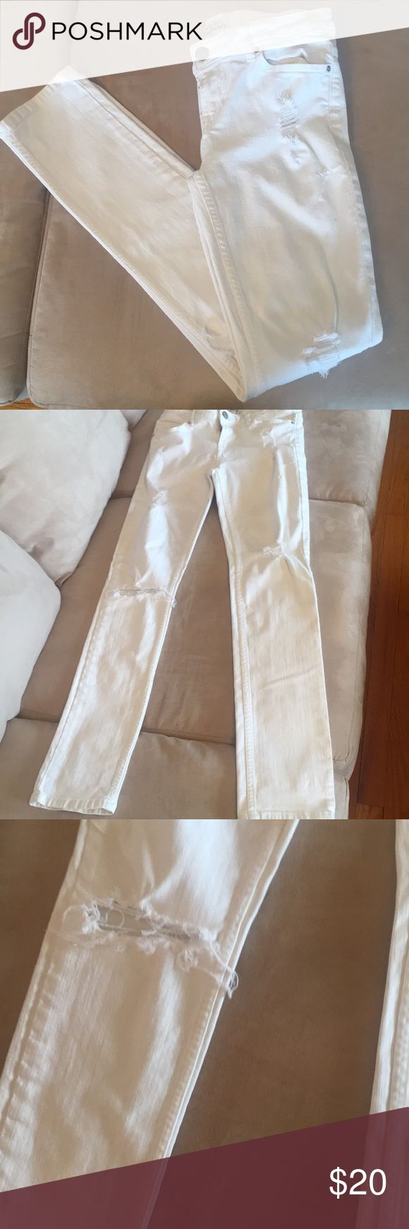 Aeropostale White Jeans Aeropostale Bayla Skinny jean in white. Size 5/6 regular. Used, and in good condition. On left leg there is a small spot (shown in pictures). 98% cotton, 2% spandex. Aeropostale Jeans Skinny
