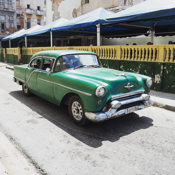 Havana ❤️ The old cars are EVERYWHERE; after a while, you stop noticing them but it does make it such a distinctive city. You could take a photograph of anything, at any point, and between the facades and the cars, you'd just know you were in Havana 👌🏻