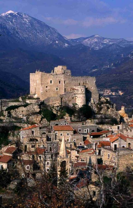 #Castelvecchio rocca barbena on Liguria, Italy #TuscanyAgriturismoGiratola