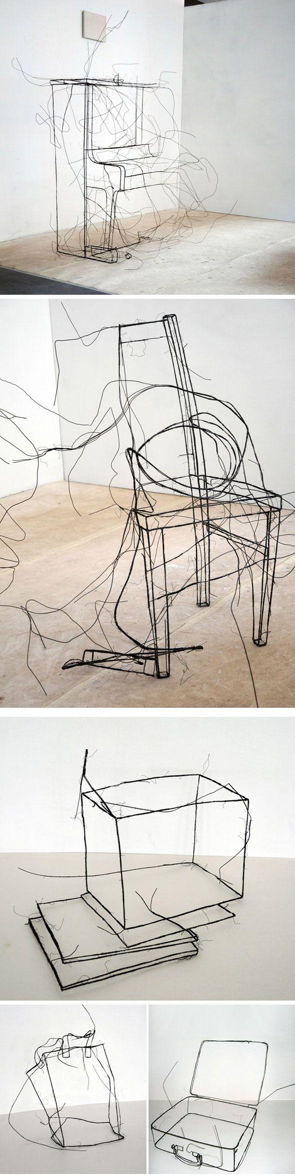 Sculptures en fil de fer par Fritz Panzer  Un peu de légèreté dans ce monde de brut    L'artiste autrichien Fritz Panzer présentera ses sculptures de fils de fer lors de l'exposition « doubles » à la galerie Alberta Pane à Paris. Son travail fait référence aux dessins de contour et aux dessins gestuels, créant le volume d'un objet par son contour. On dirait une esquisse au crayon, effectuée à même le sol et le mur.