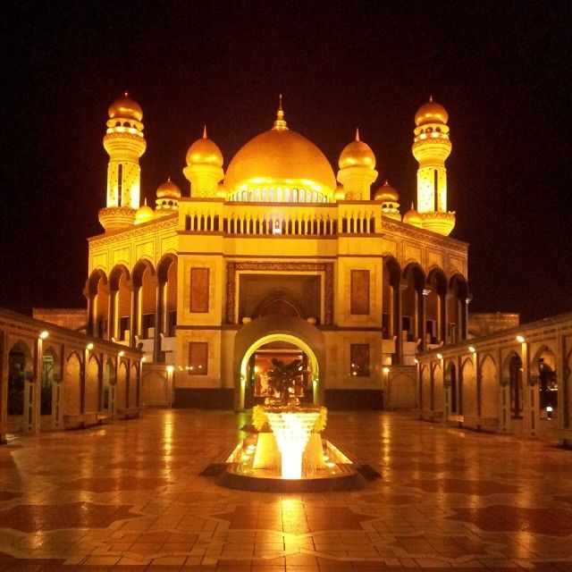 The #mosque in #Brunei's capital, one of the grandest in the #Asia #Pacific region. Photo courtesy of boardinggate05 on Instagram.