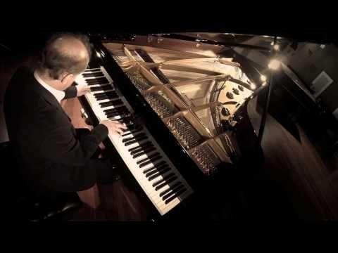 Wolfgang Manz performs Ludwig van Beethoven's Andante favori in F major live at the C. Bechstein Centrum Berlin.