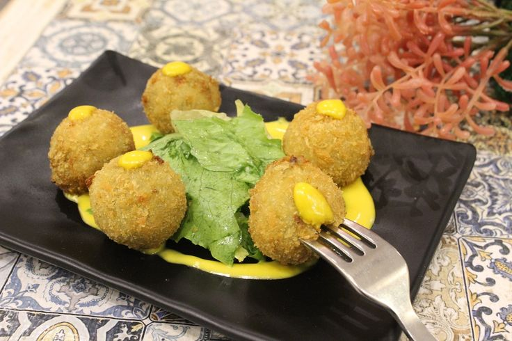 Arincini Balls at The Grandmama's Cafe, Dadar East