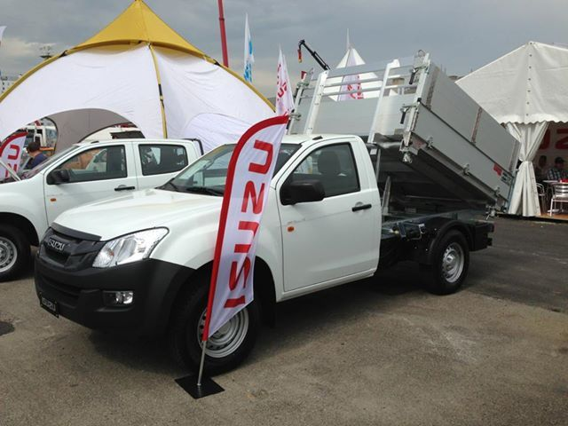 ISUZU D-Max with elevator pick up