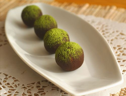 Chocolate and Green Tea Truffles for Everyone (gluten-free, sugar-free, candida-diet friendly)